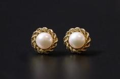 Ohrringe mit Diamanten als romantische Geschenkidee